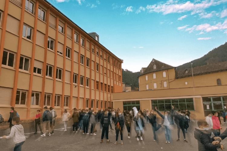 Collège saint privat, cours de récreation